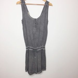Cloth & stone gray romper with pockets Size large